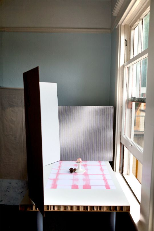 Setting Up a Photo Studio on the Cheap | Apartment Therapy --> Good place to start with, small enough to photograph the meows, probably. Definitely small enough for food. Perfect. ~JM