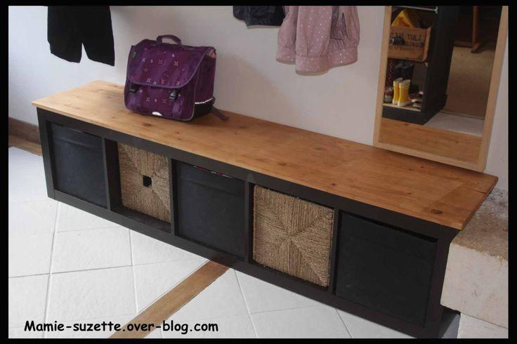 Colonne IKEA à mettre dans entrée ( chaussures...) y rajouter du liège dessus pour l'assise ou coussins