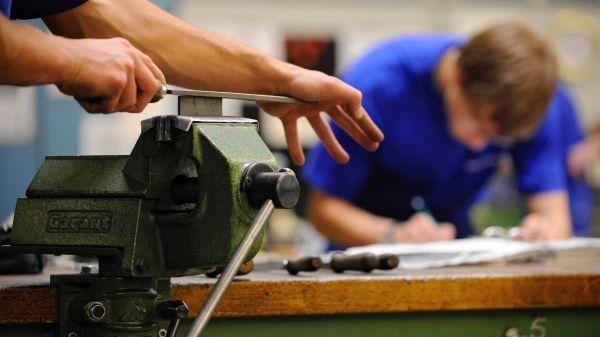 OECD-Bildungsbericht: Wenige Uniabsolventen - viele Beschäftigte