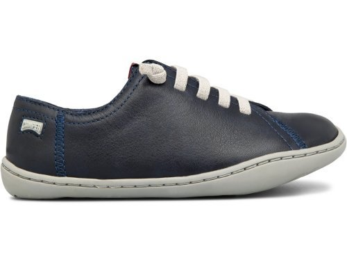 Featuring a 360º stitched cupsole that makes the shoe long-lasting and elastic laces that help to put on and take off the shoes easily, Peu Cami also features a rubber outsole, a removable anatomical insole and anatomical last to provide better grip when moving and extra comfort .It comes in dark blue with grey laces.