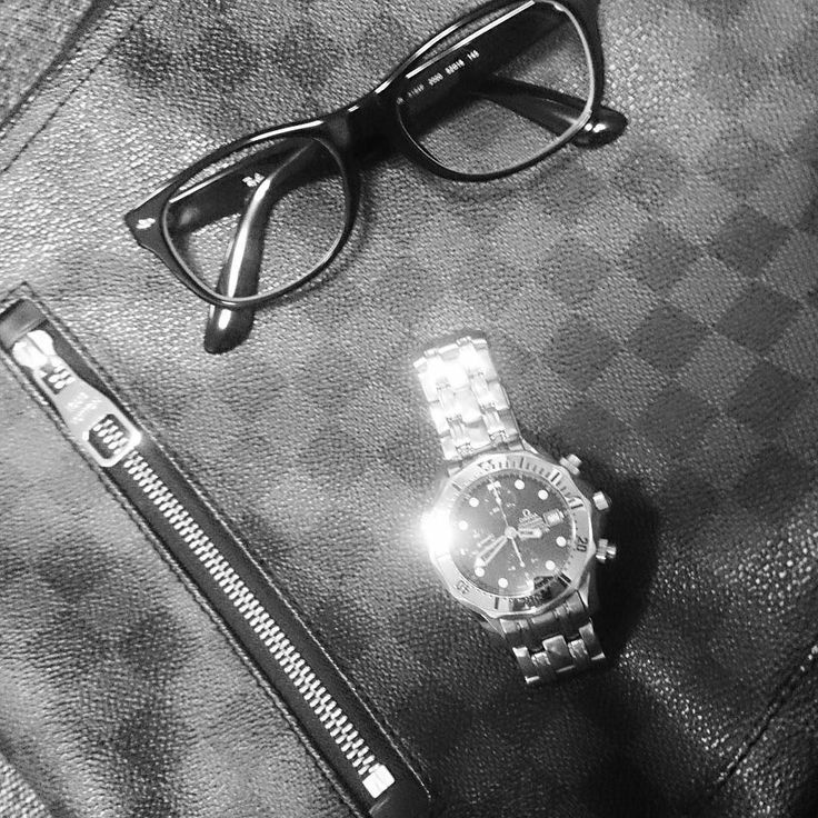 #bag#louisvuitton#watches#omega#seamaster#professional#chronometer#chronograph#glasses#rayban#wayfarer#バック#ショルダーバッグ#ルイヴィトン#時計#オメガ#シーマスター#プロクロノグラフ#クロノグラフ#メガネ#レイバン#ウエイファーラー#目指せ#ミニマリスト by shooting_gallery #omega #seamaster #watchesformen