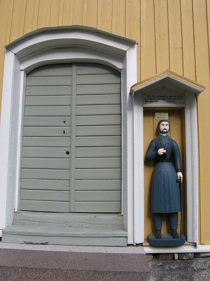 Vöyrin Maksamaan kirkon vaivaisukko. Ukon on valmistanut vuosina 1861-1862 Mårten Ekland Västeröstä. Ukko on pituudeltaan 147 cm.