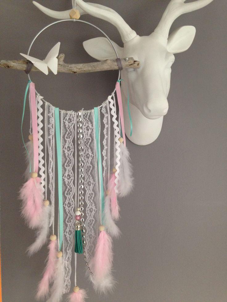Attrape rêves / dreamcatcher / attrapeur de rêves en bois flotté, plumes et perles bois : Décorations murales par marcelmeduse