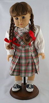 American Girl Dolls  Molly <3 my cousin has one! Wonder if she wants her and Samantha anymore...hmmmm