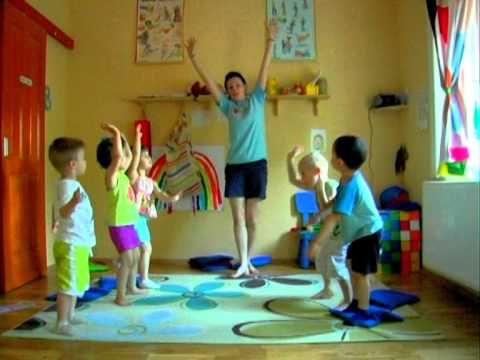 Helen Doron English in Hungary. See how these children learn English - naturally through music and play.
