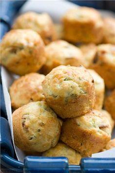 Εύκολα αλμυρά muffins με τυρί και ζαμπόν