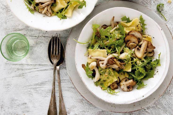 De smaakmakers in deze 15-minuten-pasta: knoflook, champignons en rucola - Recept - Allerhande