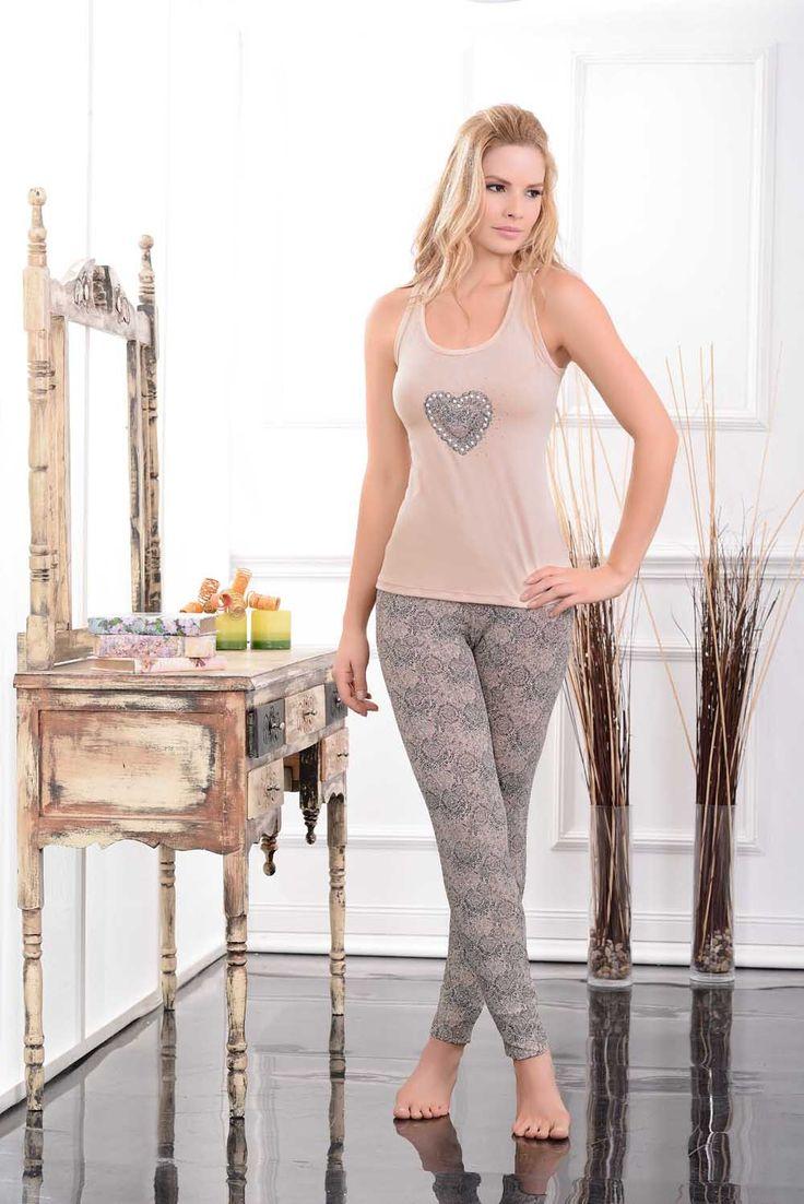 Multiuso / Homewear / 43694 / Blusa en poliéster spandex, con estampación  localizada y detalles de accesorios en el frente / Moderno leggings en poliéster spandex estampado Tallas / Sizes / S - M - L - XL