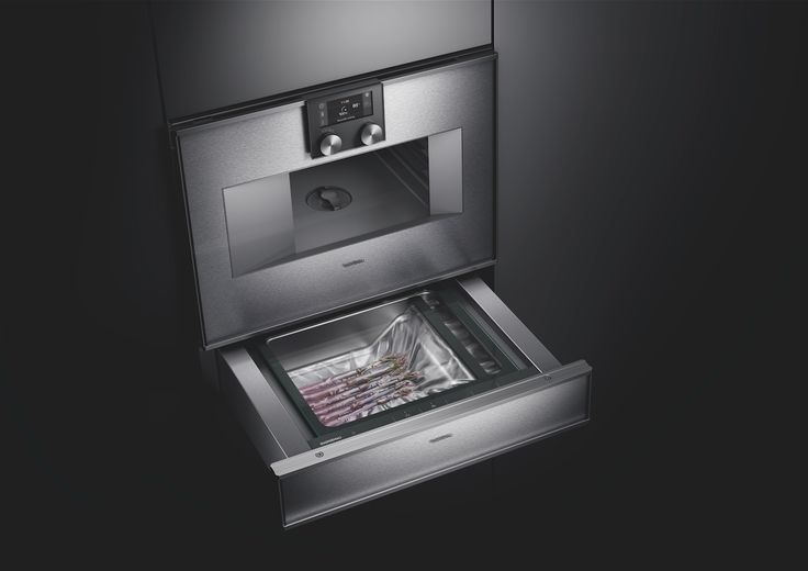 The handleless vacuuming drawer 400 series conveniently seals fish, meat, vegetables and fruit, for sous-vide cooking, marinating as well as storage. The drawer fits seamlessly underneath the matching combi-steam ovens 400 series.