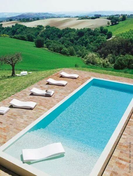 Simple rectangular shaped swimming pool with walk-in staircase.