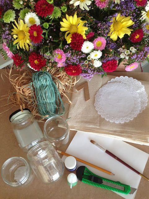 Materiales necesarios para hacer meseros de boda con tarros de cristal, blondas y yute