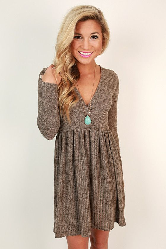 Enjoy your day without worries in this chic shift dress!