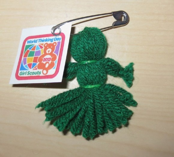 Mini yarn doll tutorial. Great for Girl Scout swaps.