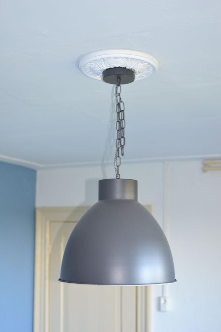 Rozet met hanglamp (Leenbakker).