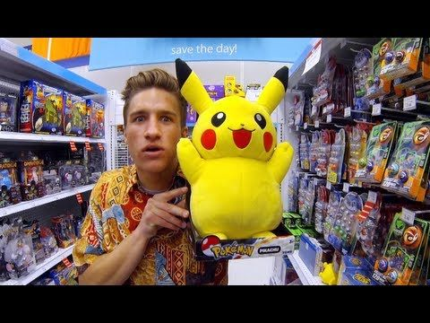 Thrift Shop - MACKLEMORE Parody ( TOY STORE ) This is HILARIOUS!! It also brings me back to childhood.... Oh how I miss Toys R Us.