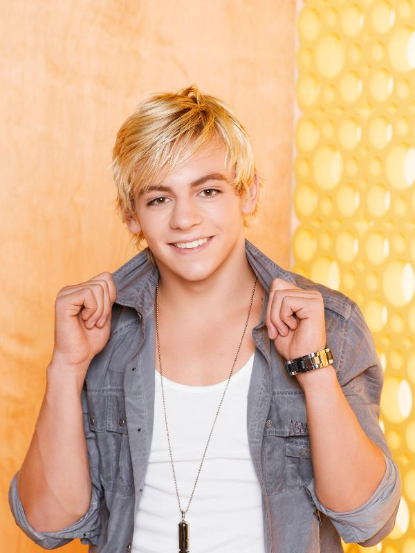 ross lynch with his shirt off