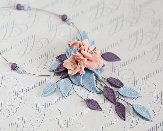Collana di fiori rosa polvere. Lilla lavanda di JewelleryForWorld