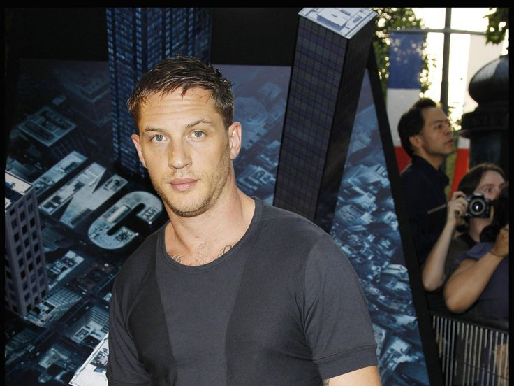 Edward Thomas Hardy (born 15 September 1977; age 37), better known as Tom Hardy, is the English actor who played Shinzon in Star Trek Nemesis. Description from thefemalecelebrity.info. I searched for this on bing.com/images