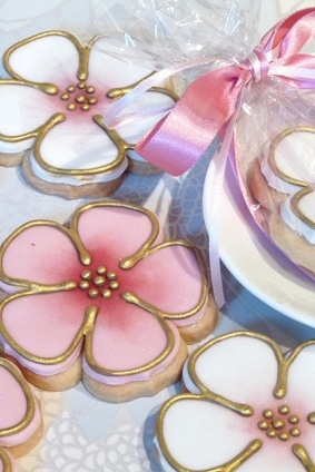 Flower cookies with gold accents