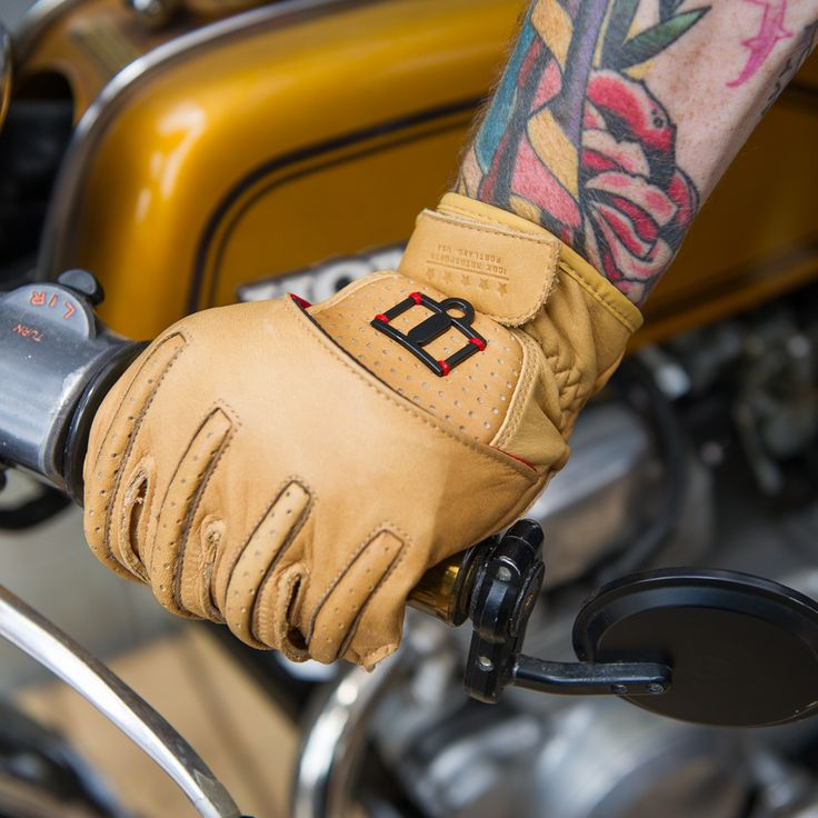 - D3O Armor in Knuckle - Abrasion Resistant Premium Grade  Cowhide Chassis - Floating Knuckle Construction for Flexibility - Secure Wrist Closure  - Pre-Curved Palm and Finger Design - Riveted Palm has Heat-Resistant Backing