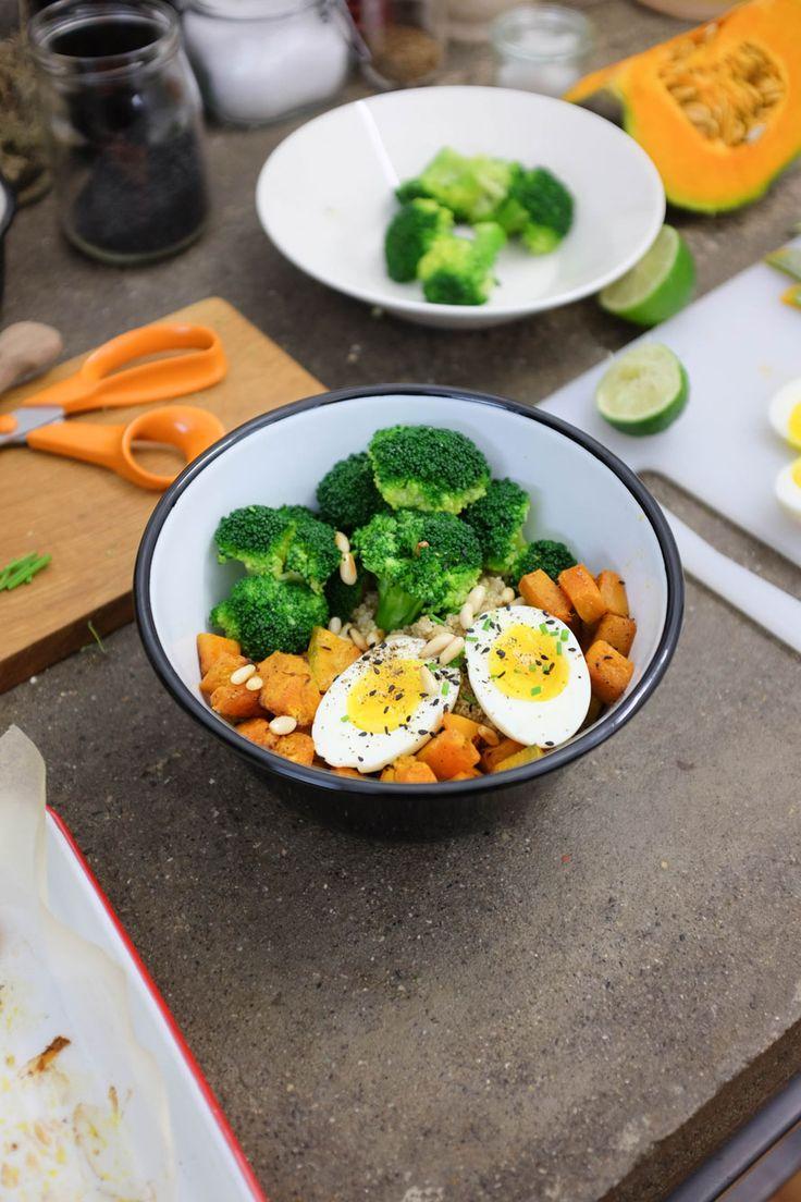"""Avete già sentito parlare delle Power Bowl? Sono patti unici che contengono carboidrati, proteine, grassi """"buoni"""" e verdure. Ecco la nostra Quinoa bowl!"""