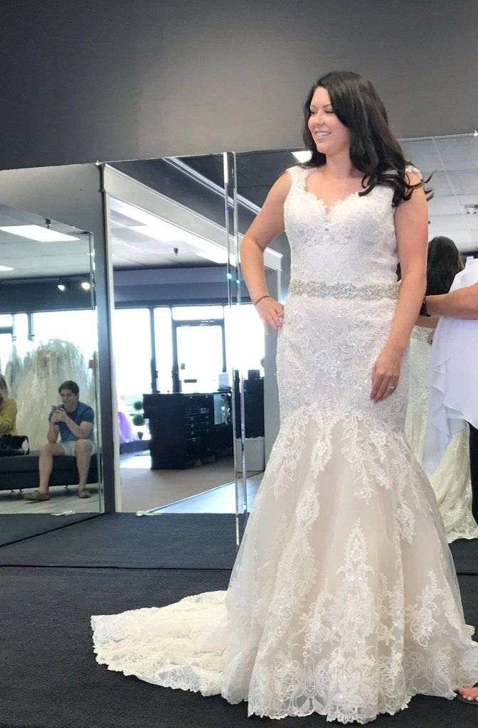 Allure Bridals 9471 Size 14 New Wedding Dress Front View On