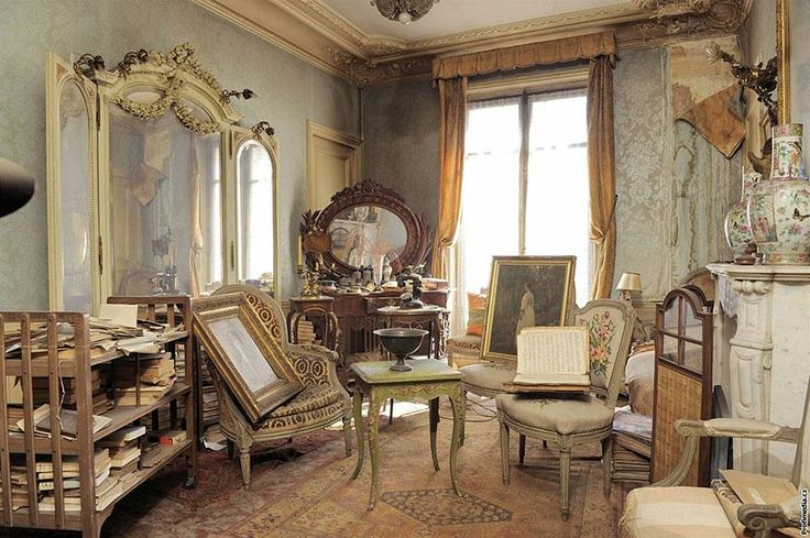 Madame de Florian, a French socialite & actress fled to the south of France during World War II. She kept her  apartment, Paris on the Right Bank near the Opéra Garnier, in case she wanted to return. However, she never did. Since 1942, the apartment has been sitting untouched.The apartment was covered in dust, perfectly preserved. The apartment was able to remain abandoned & untouched because she continued paying the rent until her death in 2010, aged 91.