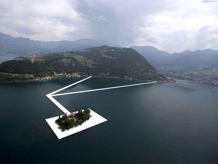 artiste Christo a installé 200 000 cubes flottants sur 3 ...