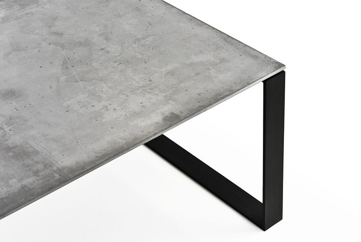 Concrete table LUCCA by Gravelli.