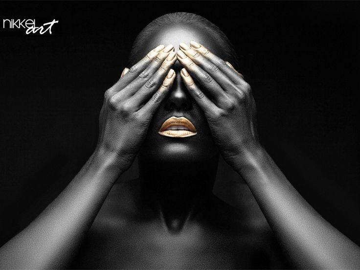 Mooie zwarte meid met gouden make-up - https://www.nikkel-art.nl/