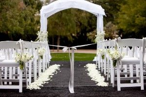 decoracion de pasillos de ceremonia en bodas con flores