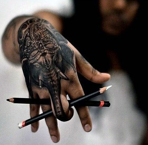 pencil-art-elephant-with-classy-crown-tattoo-males-hands.jpg (480×470)