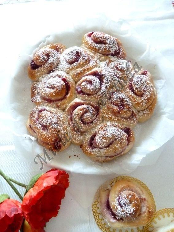 Torta di rose lievitata con pasta madre