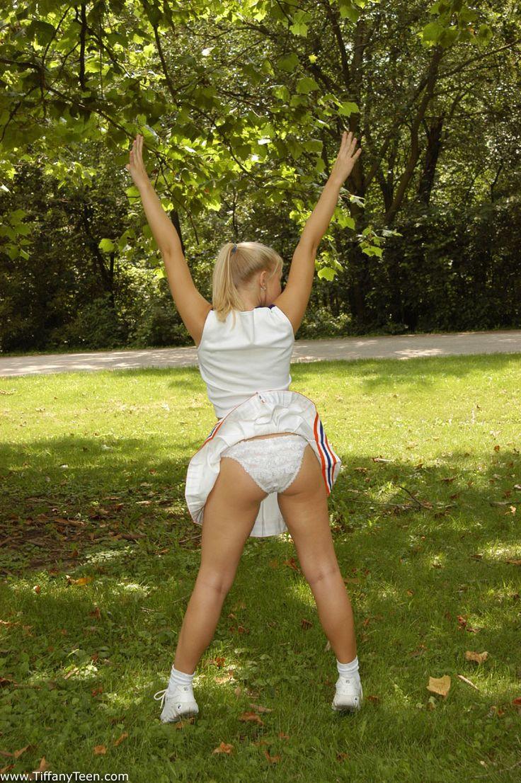 teen cheerleader but naked