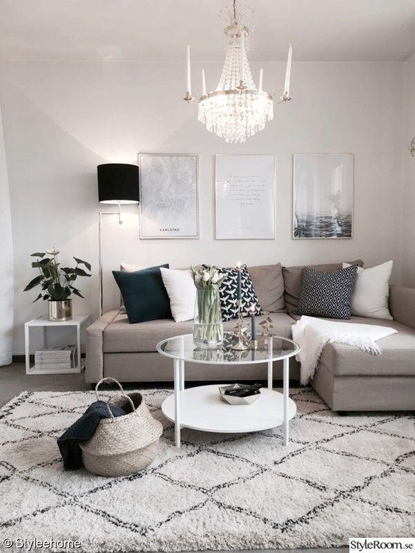 Schönes kleines Wohnzimmer in neutralen Farben. Grau, Beige und Weiß. – #Beige…