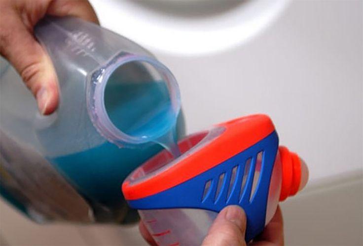 Acest produs cu care ne-am obișnuit atât de mult ne poate fi util nu doar la spălat rufe! E uimitor în cât de multe situații ne poate fi de ajutor balsamul de rufe. 1. Spălăm geamurile Amestecați într-un recipient apă și balsam de rufe în proporție 4:1. Veți obține astfel un detergent superb pentru spălarea geamurilor, care vor străluci de curățenie. Soluția e eficientă inclusiv pentru geamurile automobilului. 2. Curățăm petele de pe scaunul auto Înlăturarea petelor de pe scaunele mașinii…