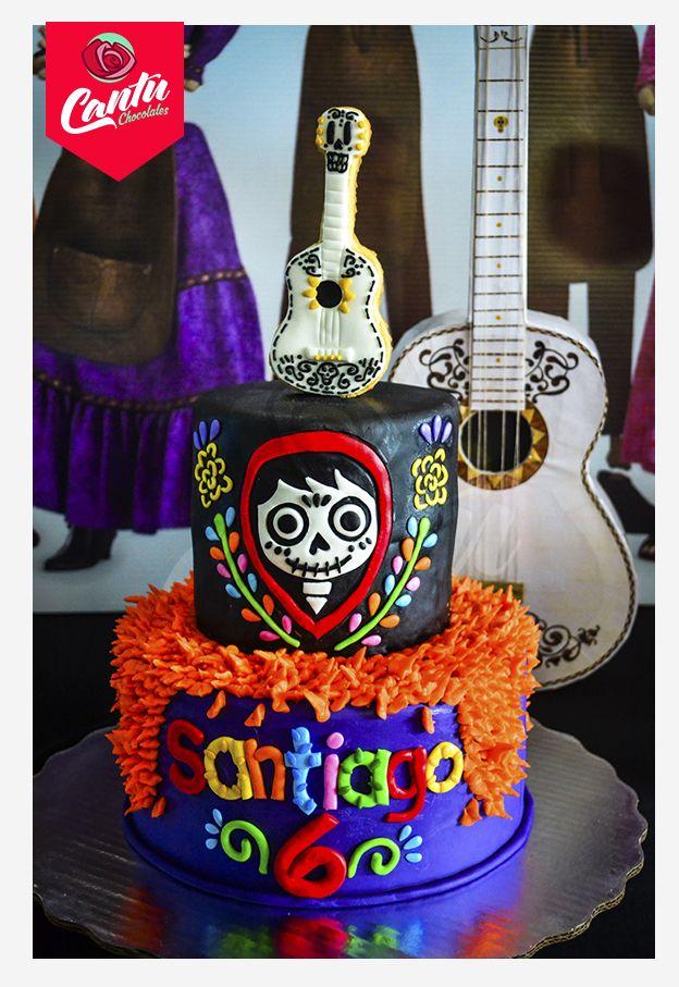 Hermoso y delicioso pastel con tema de la película de Coco.  Hecho en Cantú Chocolates