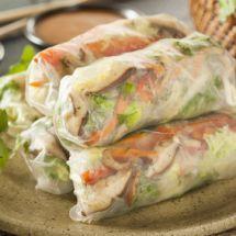Découvrez la recette de Rouleaux de printemps au poulet, Entrée à réaliser facilement à la maison pour 10 personnes avec tous les ingrédients nécessaires et les différentes étapes de préparation. Régalez-vous sur Recettes.net