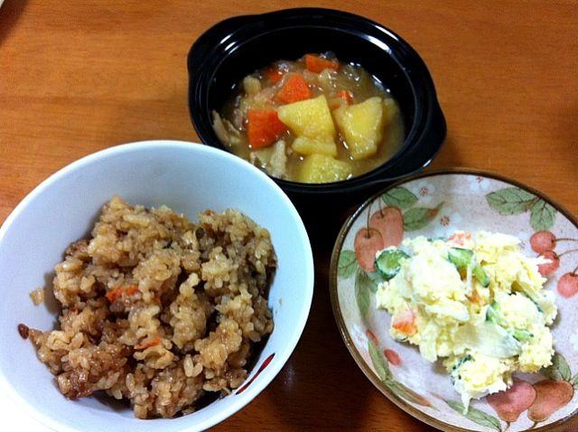 じゃがいもが沢山あったので…✨ - 5件のもぐもぐ - 炊き込み御飯、肉じゃが、ポテトサラダ by Juri0519