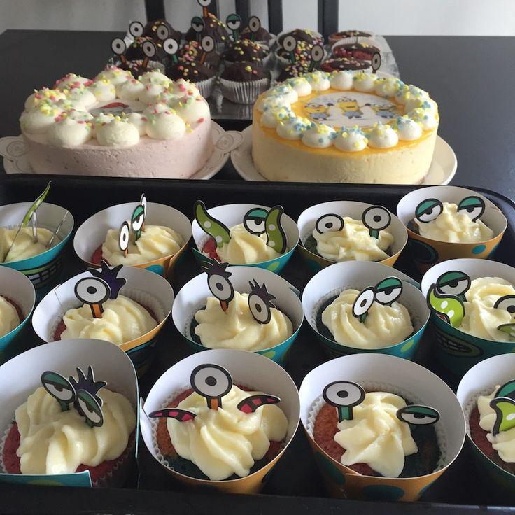 Muffins für die Monster-Party! Die Augen machen den Unterschied: total toll für jeden Kindergeburtstag! Mehr Infos auf https://mamaskind.de