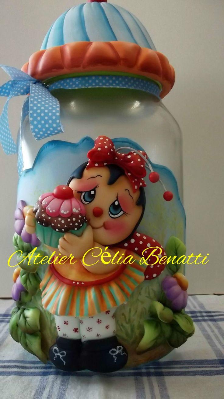 POTE JOANINHA CUPCAKE Pote de vidro de 3 litros, trabalhado em biscuit com joaninha, cupcake e flores.  See more in www.elo7.com.br/celiabenatti