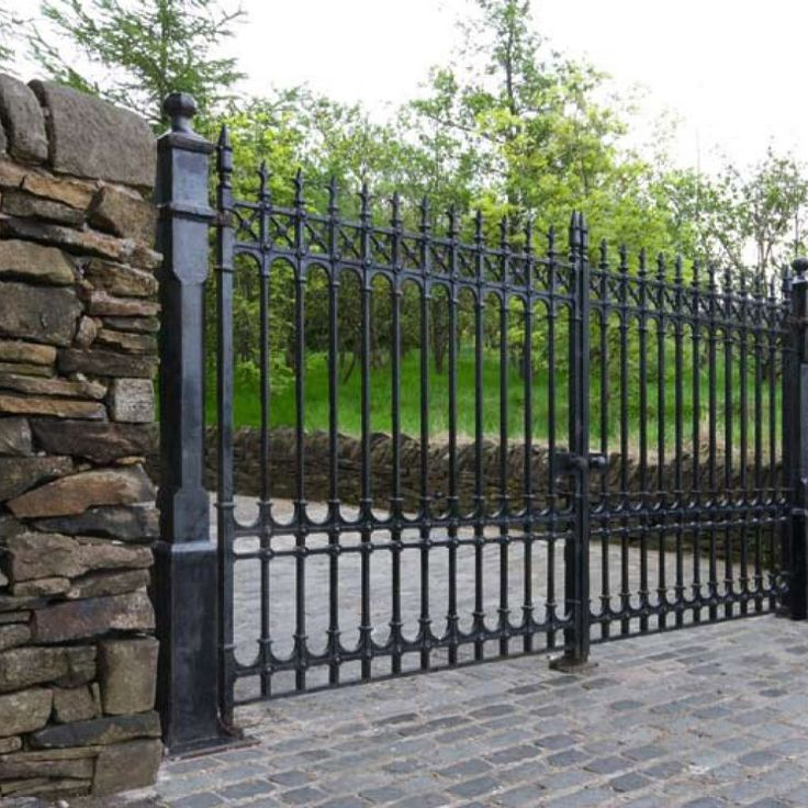 Best 25 wrought iron driveway gates ideas on pinterest for Best driveway gates