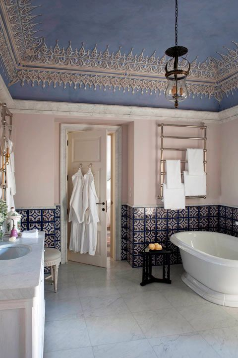 Pink in the bathroom without overdoing it.  Palazzo Margherita, Bernalda, Italy