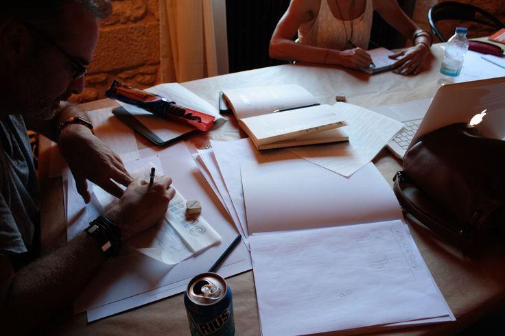 Gliglifo 2015 - Dal 21 al 26 Luglio sono andata a Zaragoza per seguire un corso (intensivo) di Tipografia organizzato dai bravissimiDamià Rotger e Pedro Arilla, due insegnanti molto preparati che ci hanno guidato nella realizzazione di un/a personale FONT, partendo dal disegno a mano dei caratteri per poi digitalizzarli ecostruire il propio set di caratteri. Un'esperienza davvero …