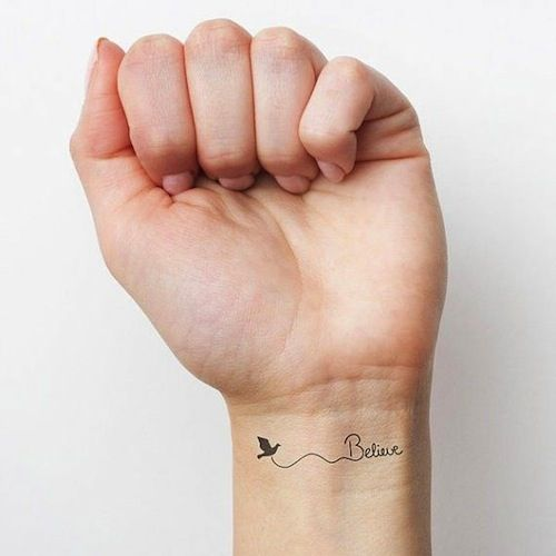 Meer dan 1000 idee n over hart pols tatoeages op pinterest for Inspirational wrist tattoos