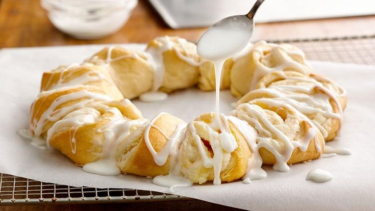 This delicious fresh lemon cream cheese crescent ring is so easy to make, yet so impressive! Perfect for brunch, or just serve with coffee or tea for a tasty treat.
