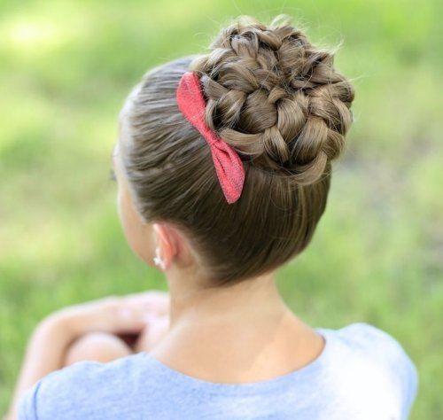 Peinado con moño de trenzas muy original y más fácil de que aparezca