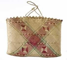 ME014450 Kete Whakairo (bag)