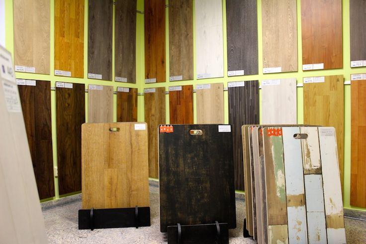 LAMINÁTOVÉ PODLAHY LAMETT  Předobrazem všech dekorů laminátových podlah belgického výrobce podlah LAMETT je dub ve všech jeho podobách. Rustikální dub se strukturou letokruhů ze vzhledem matné olejované podlahy, nebo velká rustikální dubová prkna se vzhledem olejované podlahy. Absolutní novinkou jsou kolekce laminátových podlah s neuvěřitelně autentickým vzhledem rozpraskaného sukatého olejovaného dubového prkna https://podlahove-studio.com/83-lamett