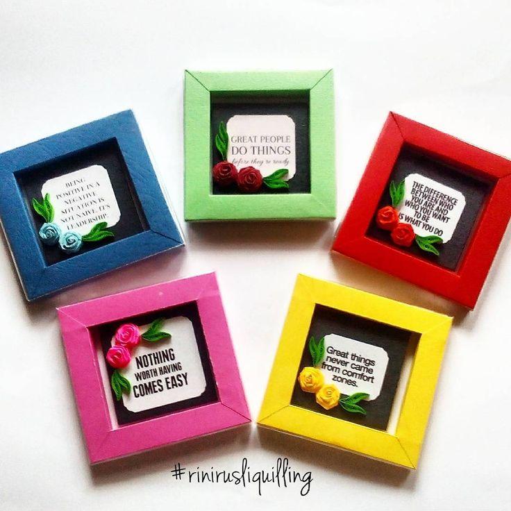 Souvenir magnet kulkas yang dibungkus dengan box frame.  Setelah magnetnya ditempel di kulkas, wadahnya bisa dipakai untuk bingkai foto.    #rinirusliquilling #souvenir #magnetkulkas #boxframe #handmade